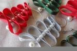 8 decorazioni di Natale ad alberello di vari colori con perle.