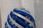 Palline natalizie blu e argento o rosse e argento