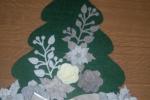 Albero fuoriporta piatto in feltro fondo verde bosco