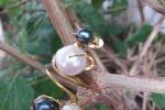 Anello di ottone e perle forgiato a mano
