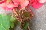 """Anello in bronzo rosa ad """"S"""""""