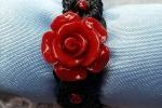 Anello in macramè con rosellina in resina