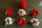 Applicazione fiore (garofano) realizzato a uncinetto