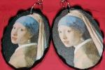 La ragazza con l'orecchino di perla su legno