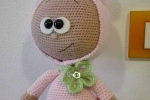 Bambola con gonnellina amigurumi