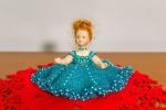Bambola in Porcellana con Vestito in Perline 16 cm