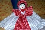 Bambola in stoffa bianco e rosso