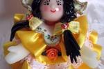 Bambolina in pasta di mais, vestitino in raso giallo