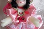 Bambolina in pasta di mais, vestitino in raso rosa