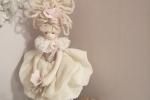 Bambolina realizzata a mano disponibile in diversi colori
