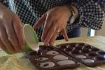 Barattoli con biscottini in polvere di ceramica