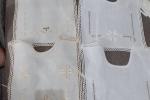 Bavaglini in lino interamente ricamati a punto antico