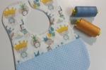 Bavaglino azzurro con fantasia