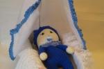 Bebè e culla ad uncinetto