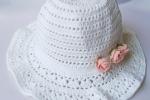 Bellissimo cappellino da bimba con fiorellini