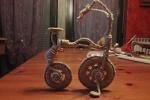 Bicicletta vintage creata con filo di ferro