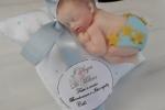 Bomboniere battesimo bebè fatte a mano in porcellana fredda