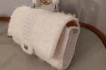 Pochette in filato pelliccia DMC e inserto in cordino Swan