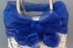 Borsa da mare blu e argento di cannucce di carta