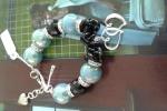 Bracciale azzurro e nero