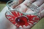 Bracciale con cuore rosso e con una perla grande
