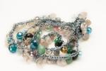 Bracciale realizzato con pietre miste irregolari e gemme di vetro