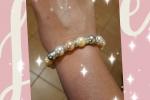 Bracciale elegante con perle colorate