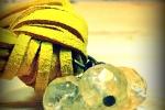 Bracciale in fax suede giallo senape