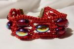 Bracciale rosso realizzato in macramè con perle ovali