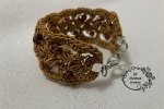 Bracciale uncinetto con filato gioiello e abbellito da cristalli da 6mm