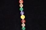 Braccialetto con bottoni colorati assemblati con filo di cotone bianco