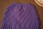 Cappello di lana ad uncinetto viola
