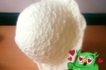 Cappellino in lana colore panna