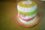 Cappellino in rafia colorata