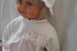 Cappellino uncinetto bianco con fiorellini