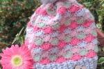 Cappello bimba in lana all'uncinetto ventagli pastello