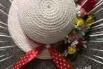 Cappello di cordoncino con fiori
