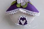 Casetta fuoriporta in feltro viola e bianco