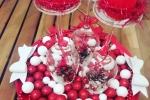 Centrotavola con calici in festa e palline