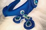 Cerchietto acconciatura ed orecchini blu vivido e cristalli