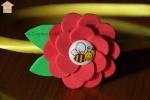 Cerchietto in raso con fiore in gomma e ape
