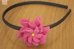 Cerchietto in raso con fiore
