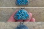 Ciondolo in pietra naturale decorato a mano