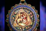 Ciondolo perline su disco di legno dipinto