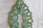 Ciondolo verde al chiacchierino, cristalli verdi, perline