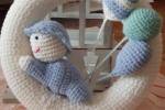 Coccarda fatta a mano, in lana con bimbo e palloncini
