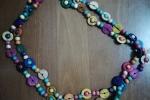 Collana a doppio giro con perline di legno colorate