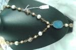 Collana beige, celeste con perle