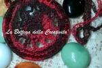 Collana ciondolo uncinetto e cristalli SW AB rosso/viola