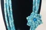 Collana con fiore in lana verde